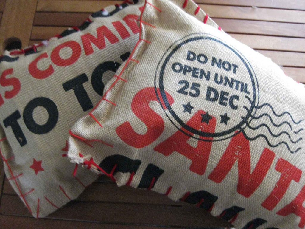 How to Make Hessian Christmas Cushions