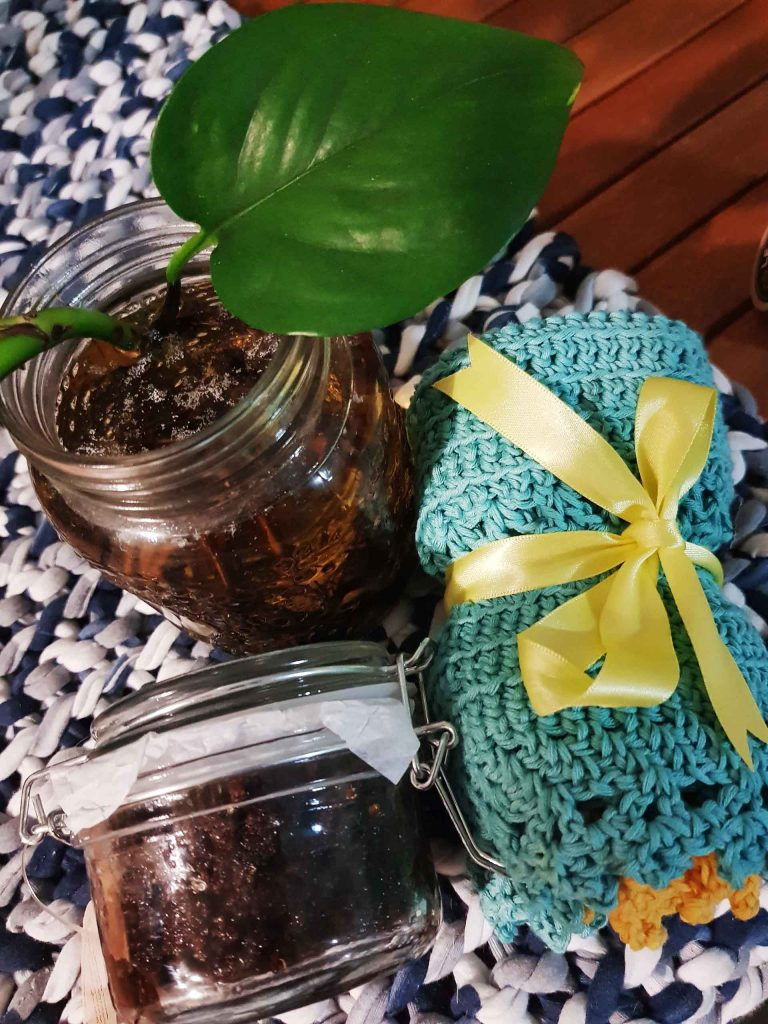 Easy and inexpensive gift ideas - salt scrub